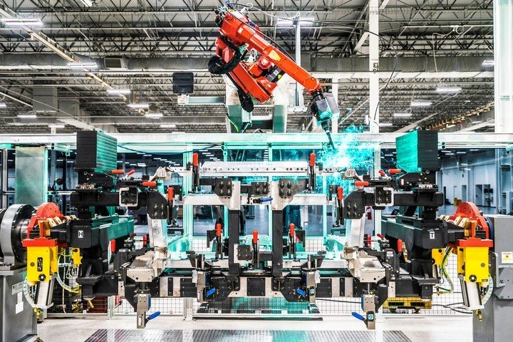 Honda is very proud of its innovative MIG welding technology, which will ensure consistent and precise weld application for very rigid ad strong space frame of the new NSX. Image credit: hondanews.com