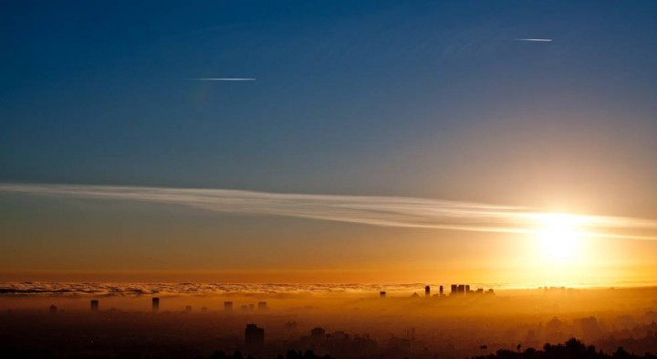 Cuts in ground-level, ozone-forming pollutants are cleansing the West Coast's cloud-and-smog mix, but ozone higher in the troposphere has not been dropping in response. Credits: Ray from LA/CC by 2.0