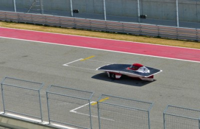 Team PrISUm's Phaëton races down the front straight of the Circuit of the Americas in Austin, Texas. Image credit: Formula Sun Grand Prix