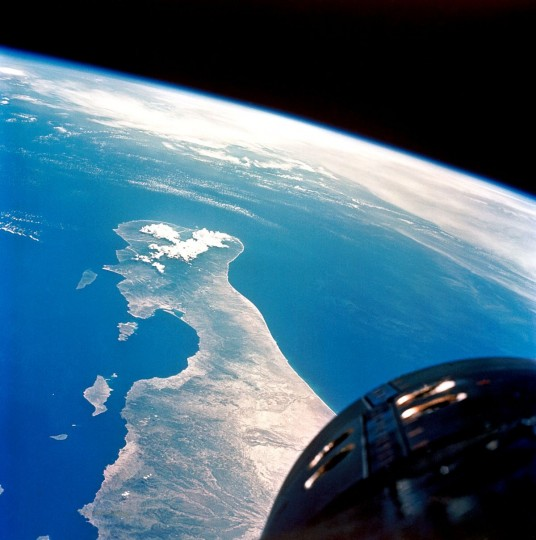 This view of the lower tip of Baja California and Bahia de la Paz was taken from the Gemini V spacecraft. The nose of the Gemini is in the lower right. Credits: NASA/Gordon Cooper