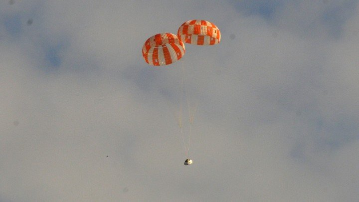 A test version of NASA's Orion spacecraft successfully landed under two main parachutes in the Arizona desert Aug. 26, 2015 at the U.S. Army's Yuma Proving Ground. Credit: NASA