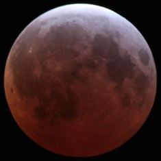 The total lunar eclipse of 4 April 2015. Credit: Alfredo Garcia Jr. CC BY-SA 4.0. Click for a larger image