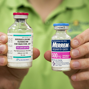 Using three antibiotic drugs thought to be useless against MRSA infection — piperacillin and tazobactam (bottle on left) and meropenem — Washington University researchers, led by Gautam Dantas, PhD, have killed the deadly staph infection in culture and in laboratory mice. Image credit: Robert Boston