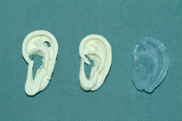In the study, experienced surgeons preferred carving the UW's models (in white) over a more expensive material made of dental impression material (in blue). Image credit: University of Washington