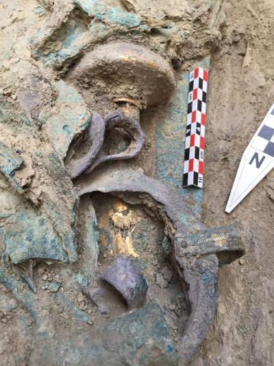 The weapons of bronze found within the tomb included a meter-long slashing sword with an ivory handle covered with gold. Image credit: University of Cincinnati, Pylos Excavations