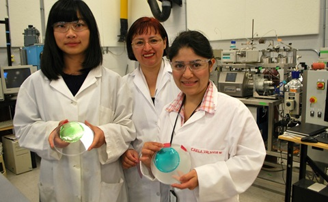Marleny Aranda Saldaña (middle) with graduate students Yujia Zhao (left) and Carla Sofia Valdivieso Ramirez. Saldaña and her research team developed a starch-based plastic film that has antioxidant and antimicrobial properties.