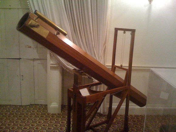 A replica of the telescope which William Herschel used to observe Uranus. Credit: Alun Salt/Wikimedia Commons