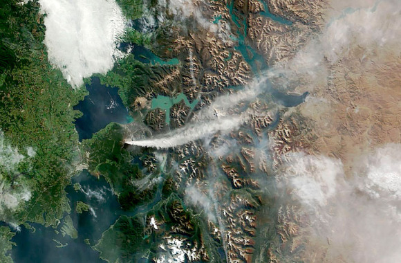 On April 24, 2015, NASA's Terra satellite acquired this photo of the ash and gas plume from Calbuco volcano in southern Chile. Credit: NASA