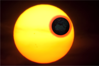 This illustration shows how our planet's atmosphere is illuminated by the Sun, making it possible to see bioindicators. This light could be detected on the surface of the Moon during the autumn eclipse. Image credit: Stellar Astrophysics Centre, Aarhus University