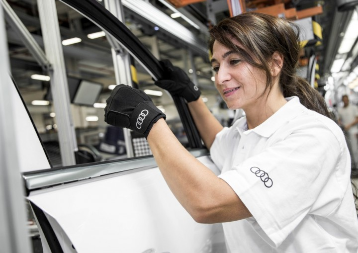 Audi assembly line worker on average installs around 300 trip pieces per shift. These innovative medical gloves are meant to reduce stress that hands get by as much as 50%. Image courtesy of audi-mediacenter.com.