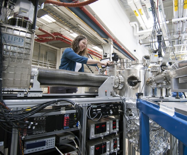 Jessica McChesney, of the APS Magnetic Materials Group, connecting the transition edge sensor detector to the resonant soft X-ray scattering endstation.