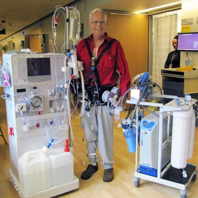 Chuck Lee, wearing the Wearable Artificial Kidney, happily stands in contrast to two less-portable dialysis options. Image credit: Sandee Lee