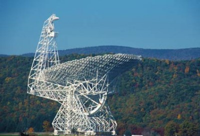 Data from the GBT contain the telltale signal of a Fast Radio Burst revealing that the event originated in a highly magnetized region of space. Credit: NRAO/AUI/NSF