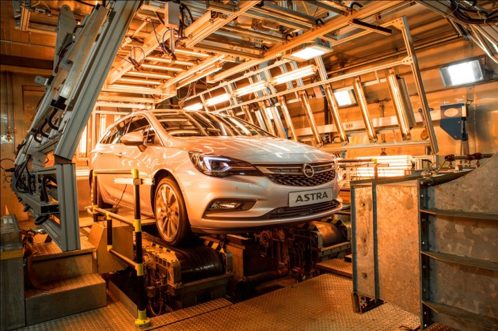 The new Opel Astra Sports Tourer is being tested in temperature of +60 degrees Celsius. Not only all materials have to look the same, but they also cannot exhume unpleasant smell or cause irritating sounds. Image credit: media.opel.com.