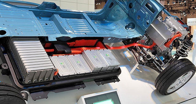 """Traditional"" lithium-ion battery packs like this one in Nissan Leaf are practical for short distance commutes. However, more advanced technologies are required to make electric vehicles suitable for longer travels.  Image credit: Tennen-Gas via Wikimedia, CC BY-SA 3.0"