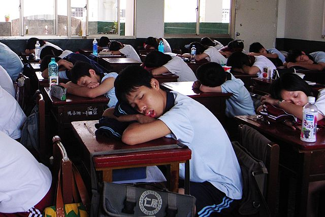 Not only lack of sleep negatively affects the health, but also makes it a lot harder to have a good academic performance. This is why the 'SleepingSmart' thrapy was developed. Image credit: chia ying Yang via Flickr, CC BY 2.0