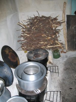 The new cookstoves, which burn wood and other traditional fuels, were distributed as part of India's first carbon-finance approved program under the Kyoto Protocol's Clean Development Mechanism. Without field-based evaluations, such programs may not deliver the expected carbon reductions or health and climate benefits, the study concludes. Image credit: Ther Wint Aung, University of British Columbia