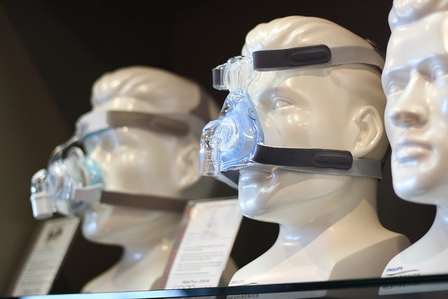 A simple mask provides a positive air pressure to keep airways open. Image credit: Rachel Tayse via Flickr, CC BY 2.0