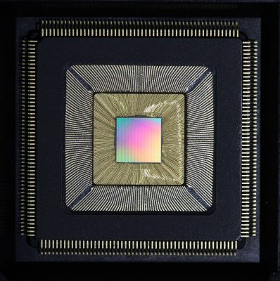 """Princeton University researchers have developed a new computer chip called """"Piton"""" (above) — after the metal spikes driven by rock climbers into mountainsides to aid in their ascent — that was designed specifically for massive computing systems. The chip could substantially increase processing speed while slashing energy usage, and is scalable, meaning that thousands of chips containing millions of independent processors can be connected into a single system. It was presented Aug. 23 at Hot Chips, a symposium on high-performance chips held in Cupertino, California. Image credit: David Wentzlaff, Department of Electrical Engineering"""