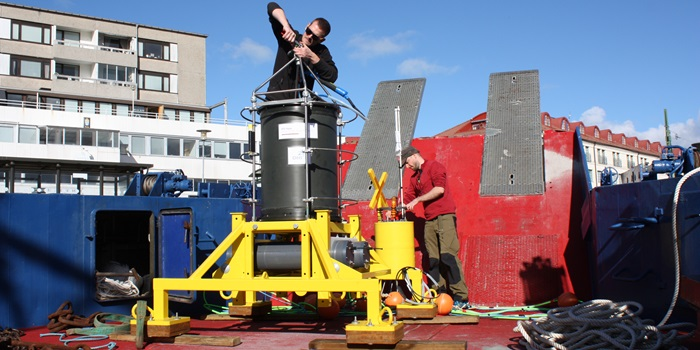 ESP (Electronic Sample Processor) is prepared to be launched for testing in the sea. Photo Lars Magnus Wulf Jacobsen / DTU