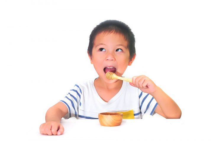 A boy eating. Image credit: 9lnw via Pixabay, CC0 Public Domain