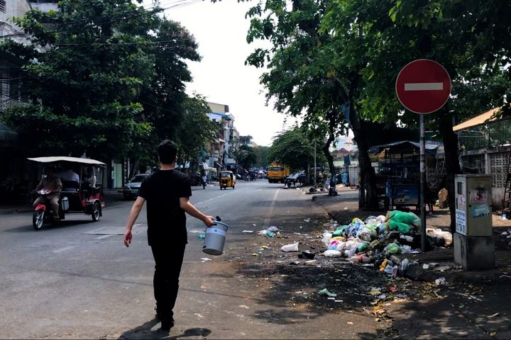 UTokyo undergraduate Riku Yamada scouts potential locations for a Grubin in Phnom Penh, Cambodia, in September 2017. Image credit: Munetomo Takahashi CC-BY.