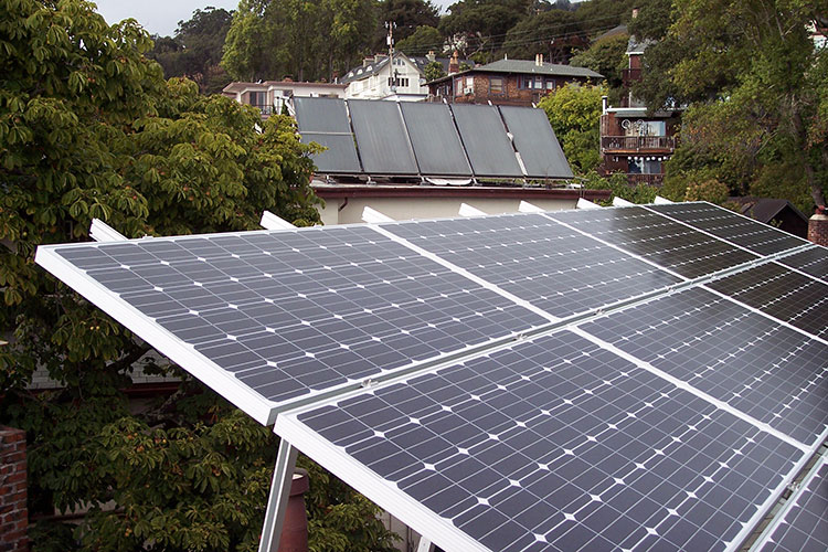 A new study reveals racial disparities in the adoption of rooftop solar photovoltaics. Image credit: Alfred Twu via Wikimedia, CC0 Public Domain