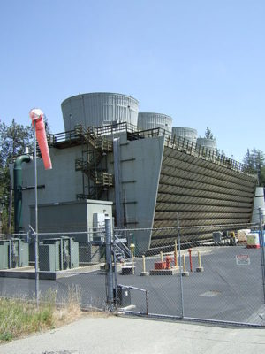The cooling tower for the geothermal power plant. Image credit: Rtracey via Wikimedia, Public Domain