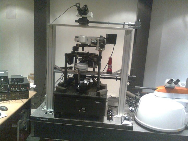 This is the Atomic Force Microscope, one of the most advanced tools used in nano-scale imaging. Image credit: Misra.saurabh1 via Wikimedia, Public Domain
