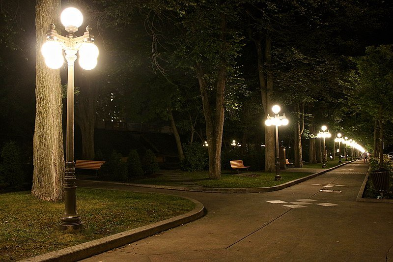 Street Lights, Auteuil Street, Quebec City, Quebec, Canada. Image credit: Thomas1313 via Wikimedia, CC-BY-SA-4.0