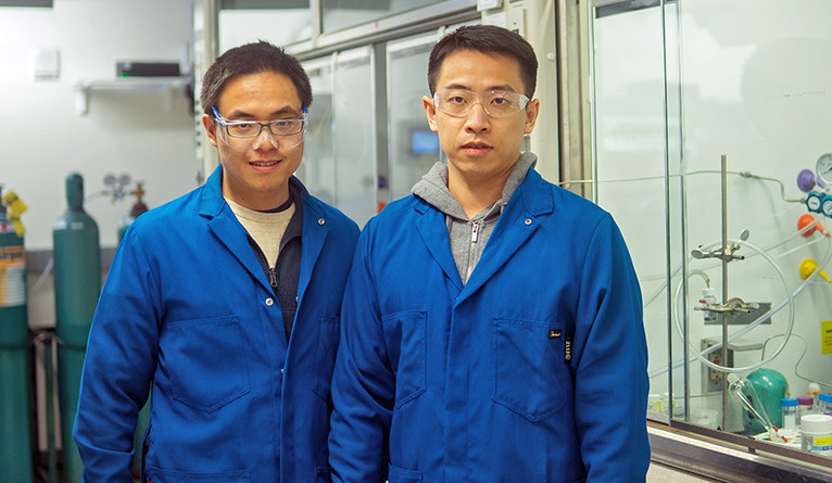 Yueshen Wu (left) and Xu Lu, co-authors of the new study (Photo credit: Hailiang Wang lab)