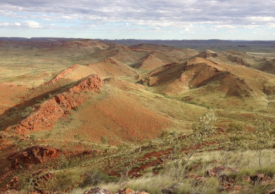 Ridges in the ancient Dresser Formation in the Pilbara Craton of Western Australia. Credit: Kathleen Campbell/University of Auckland